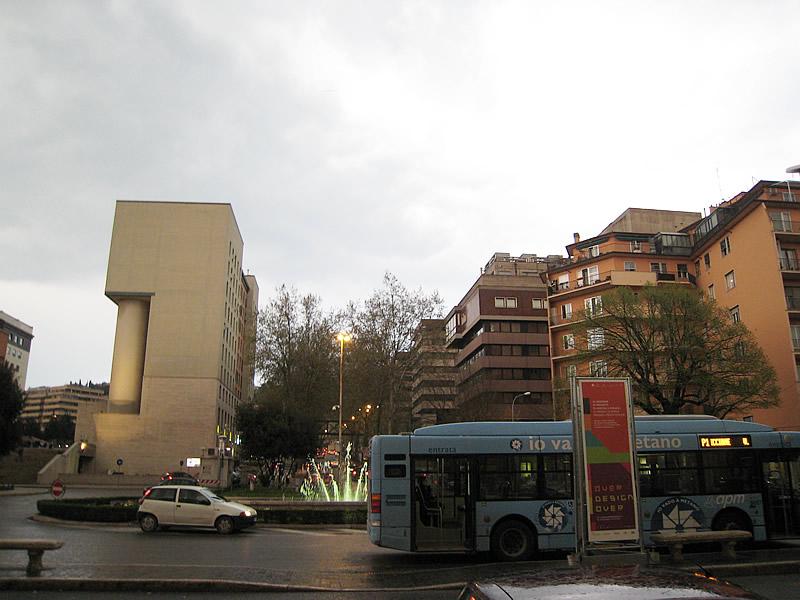 ペルージャ駅前のバス