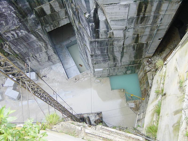 カッラーラの大理石の採掘場