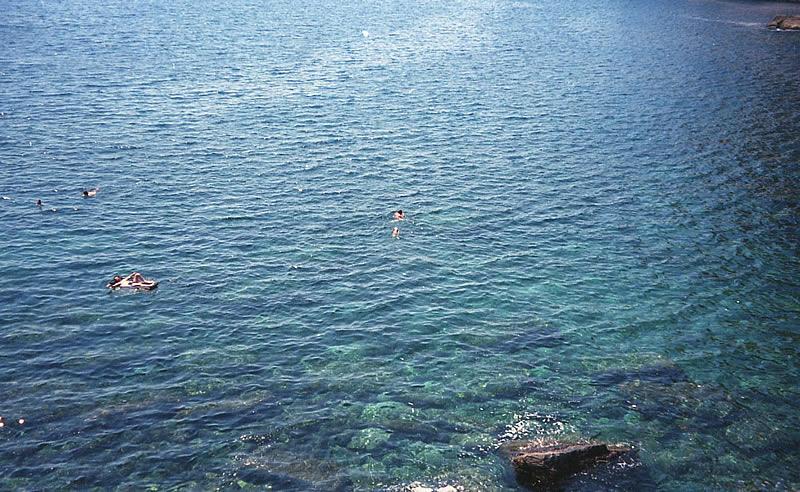 ポルトヴェーネレで海水浴